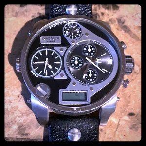 Diesel DZ-7125 Men's analog watch used